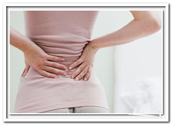 Почему во время месячных болит спина?