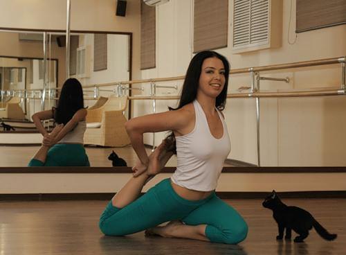 упражнение на растяжку четырехглавой мышцы
