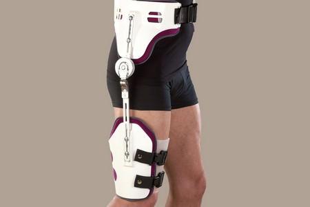 Сустав бедро фиксация тазобедренного сустава случае травмы растяжения ортезом бандажом воспаление сустава ключицы