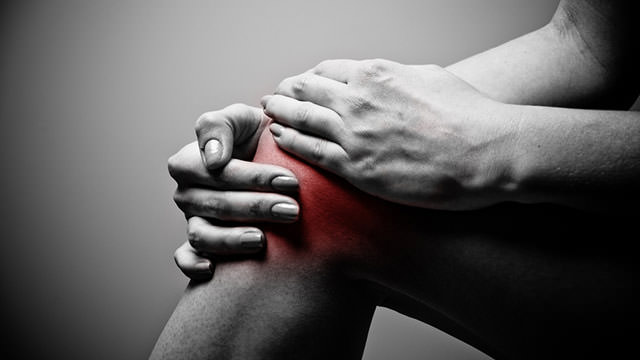 Боль при разгибании колена после травмы