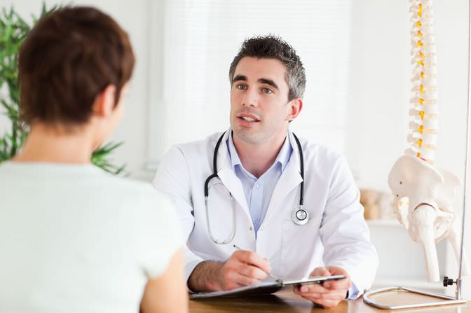 К какому врачу обратиться если болит спина