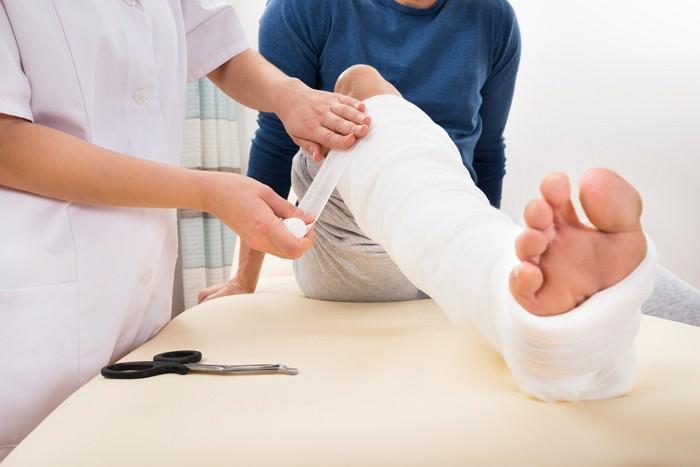 Открытый перелом причины симптомы диагностика и лечение